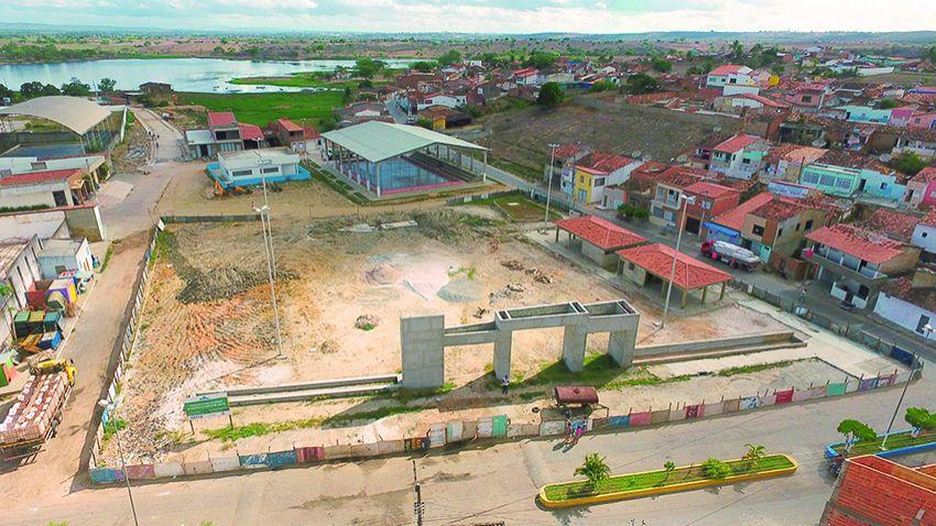 Em Cedro, construção da praça de eventos já dura quatro anos