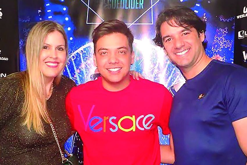 Carol e Wellington Saback no show do Wesley Safadão